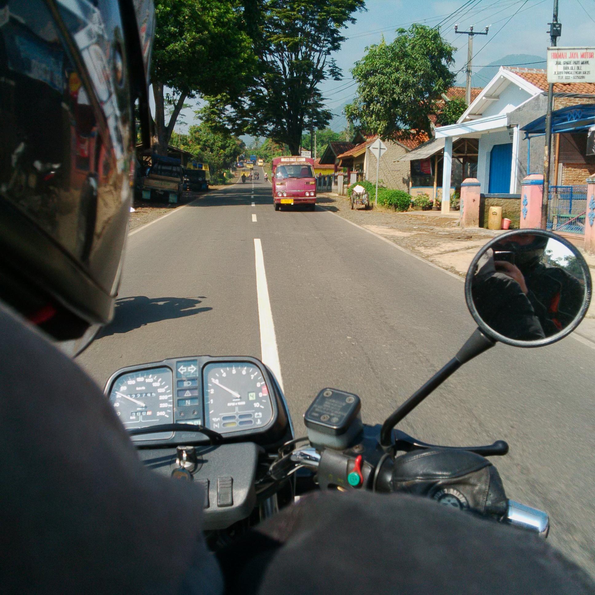 Jalan Jalan Naik Motor Ontakeriput